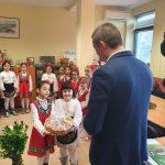Коледарски песни и наричания за здраве и берекет от децата за кмета на район Западен и неговия екип.